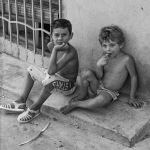 """Niños al otro la del """"Muro"""" Orihuela. 1991"""