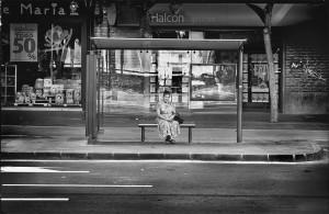 esperando autobues-1